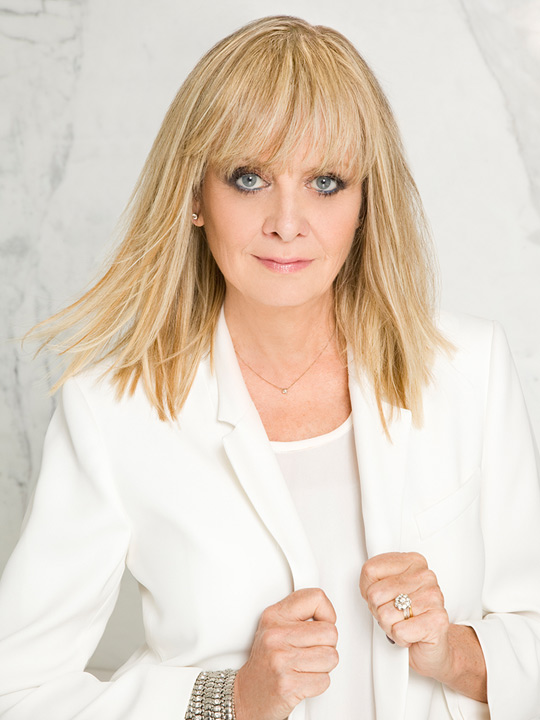 Twiggy is the new UK brand ambassador of L'Oreal Professionnel – Creative HEAD Magazine